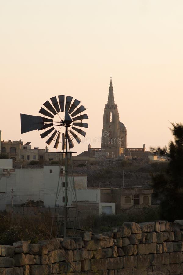 Όχι τόσο θυελλώδης ανεμόμυλος Μάλτα στοκ φωτογραφία με δικαίωμα ελεύθερης χρήσης