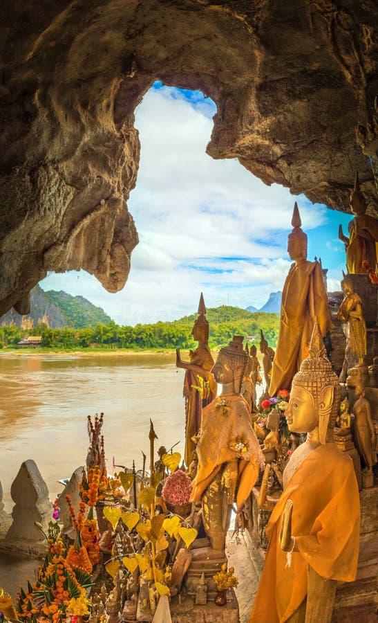 Όψη από τη σπηλιά Όμορφο τοπίο Λάος στοκ εικόνα