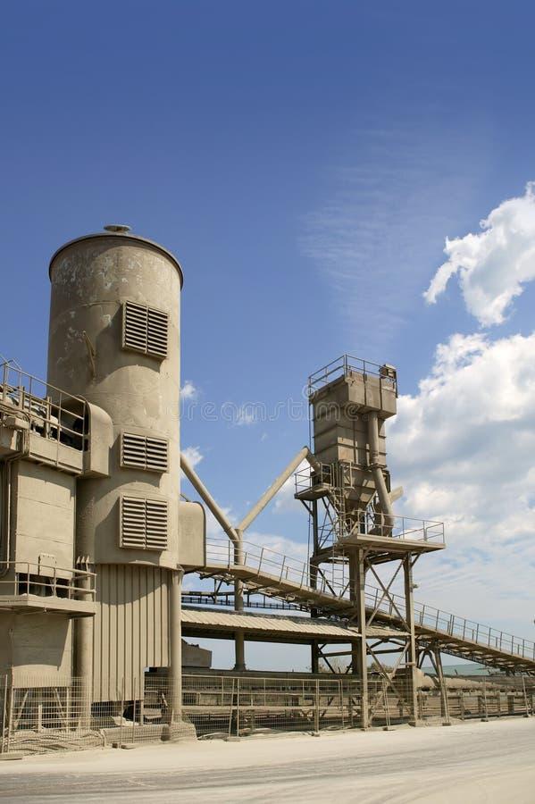 Download όψη εργοστασίων τσιμέντο&upsilon Στοκ Εικόνα - εικόνα από κατασκευή, κύλινδρος: 13185729