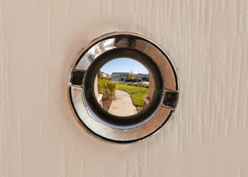 Όψη μέσω του ματάκι πόρτας στοκ εικόνες
