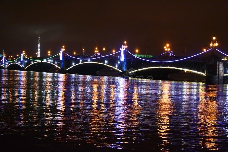 Όψη νύχτας της γέφυρας Troitsky στοκ εικόνα με δικαίωμα ελεύθερης χρήσης