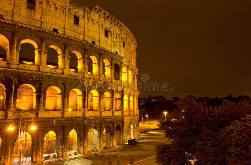 όψη νύχτας colosseum στοκ φωτογραφία με δικαίωμα ελεύθερης χρήσης
