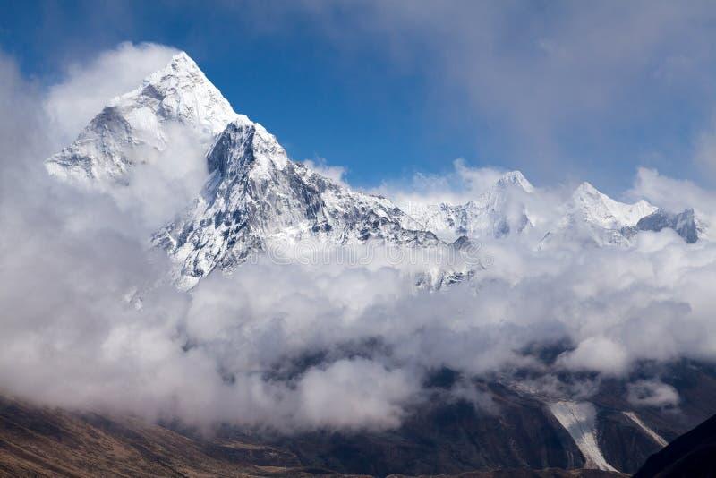 όψη Ουάσιγκτον ΑΜ Ama Dabla από τη διαδρομή στο πέρασμα Λα Cho, Solu Khumbu, Νεπάλ στοκ εικόνα