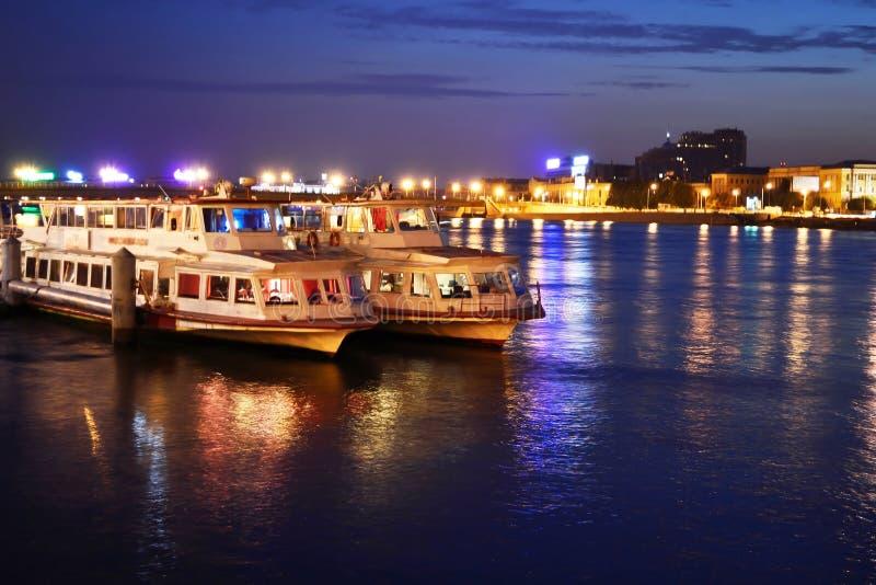 όψη ποταμών νύχτας neva στοκ εικόνες