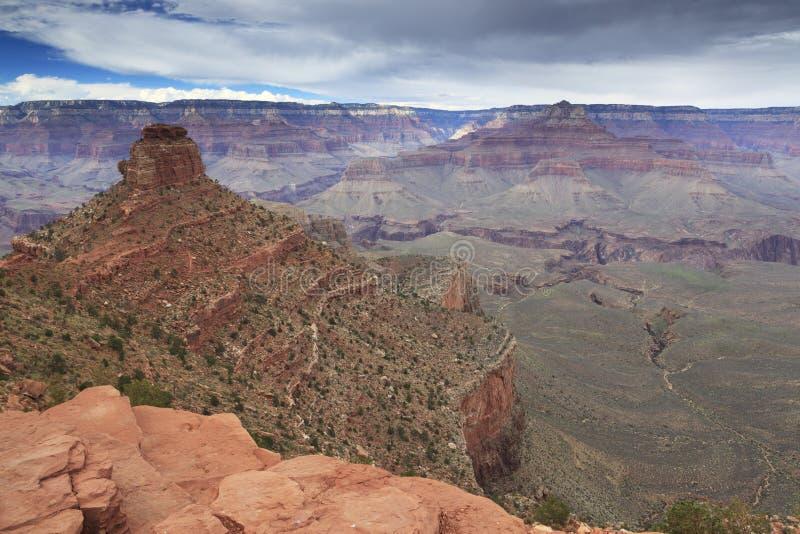 Όψη του μεγάλου φαραγγιού από την κορυφογραμμή κέδρων στοκ εικόνες