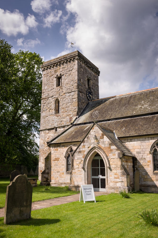 Όλο το εκκλησία-χωριό Αγίων Hovingham στοκ εικόνες