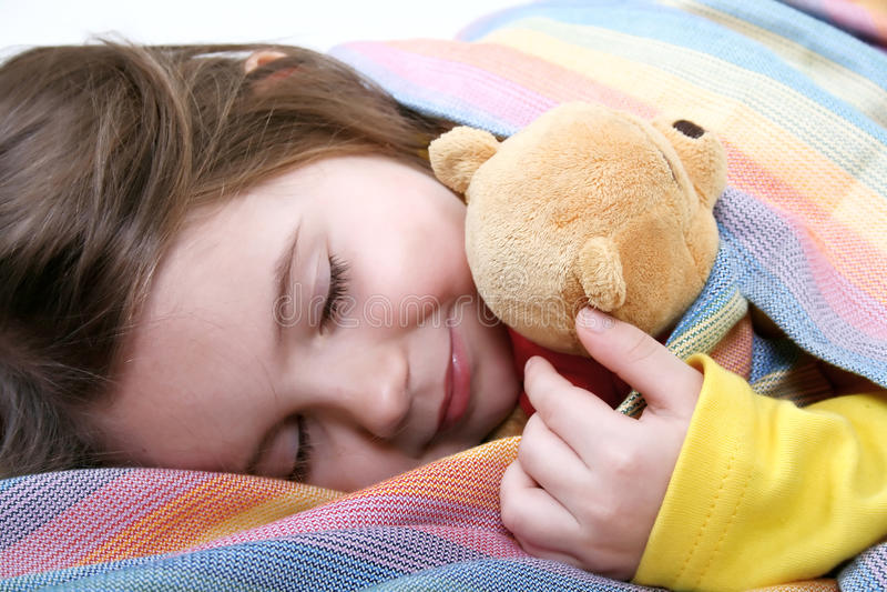Download ύπνος κοριτσιών στοκ εικόνα. εικόνα από καλμένη, rainbow - 13179653