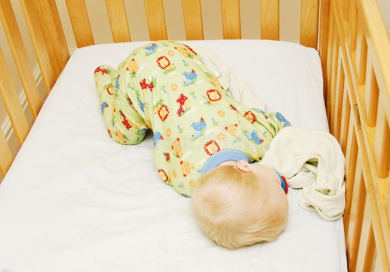 ύπνος παχνιών μωρών στοκ εικόνες