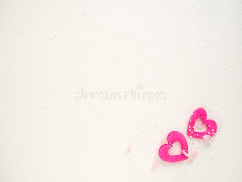 Ύφασμα μορφής καρδιών σε άσπρο χαρτί μουριών στοκ φωτογραφία με δικαίωμα ελεύθερης χρήσης