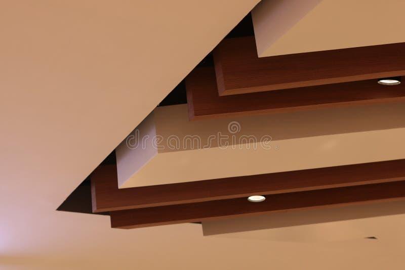 Ύφος ανώτατων σύγχρονο σοφιτών αρχιτεκτονικής, ξύλινο υλικό στοκ φωτογραφία