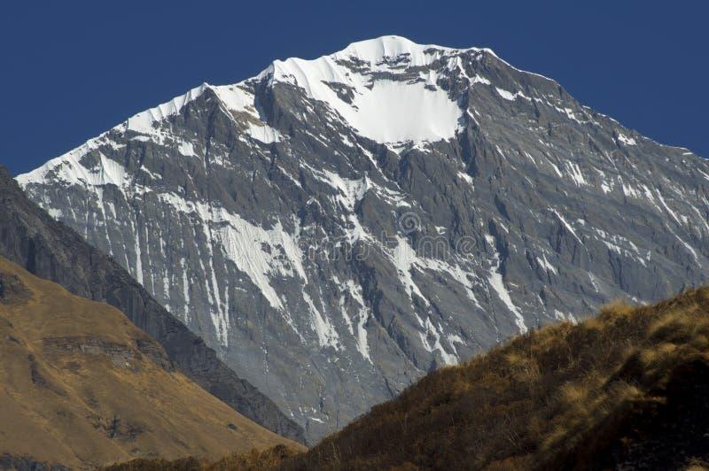 ύψος υψηλό Φύση των υψηλών βουνών Να πραγματοποιήσει οδοιπορικό σε Annapurna Β στοκ φωτογραφία με δικαίωμα ελεύθερης χρήσης