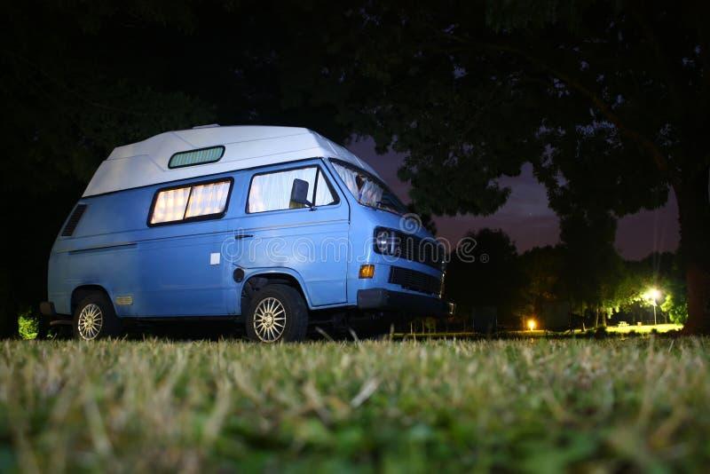 Ώρα για ύπνο σε Campervan στοκ εικόνα