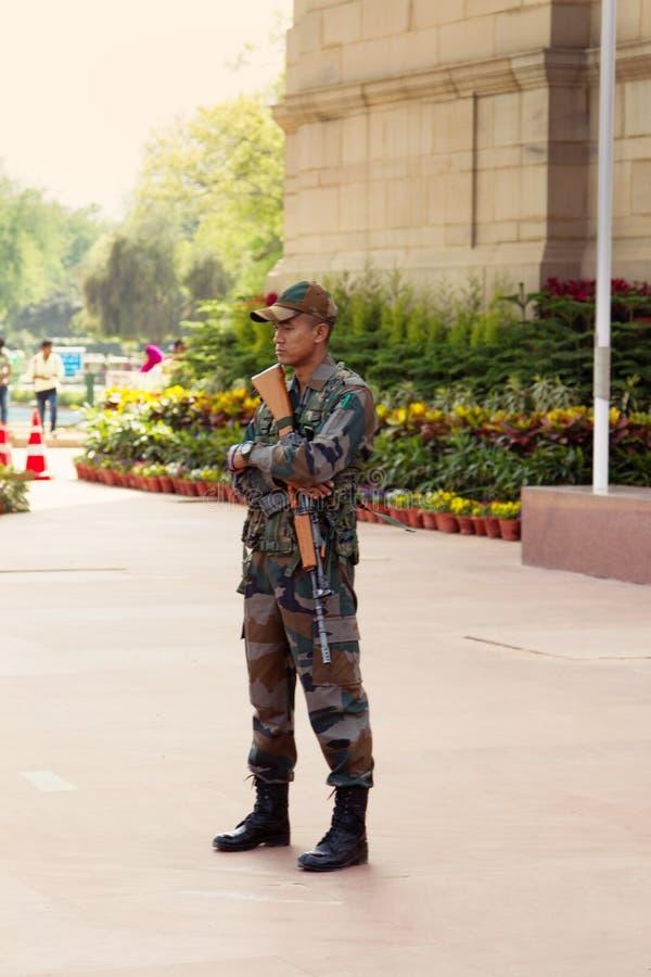 Ώρα Ινδών στρατιωτών στο κεντρικό Δελχί στοκ φωτογραφία