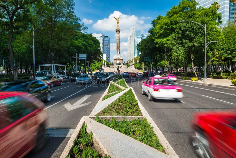 Ώρα κυκλοφοριακής αιχμής στην Πόλη του Μεξικού στοκ φωτογραφία