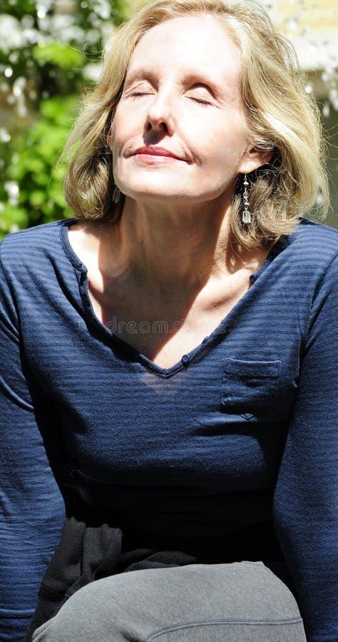 Ώριμη θηλυκή ομορφιά στοκ φωτογραφία με δικαίωμα ελεύθερης χρήσης