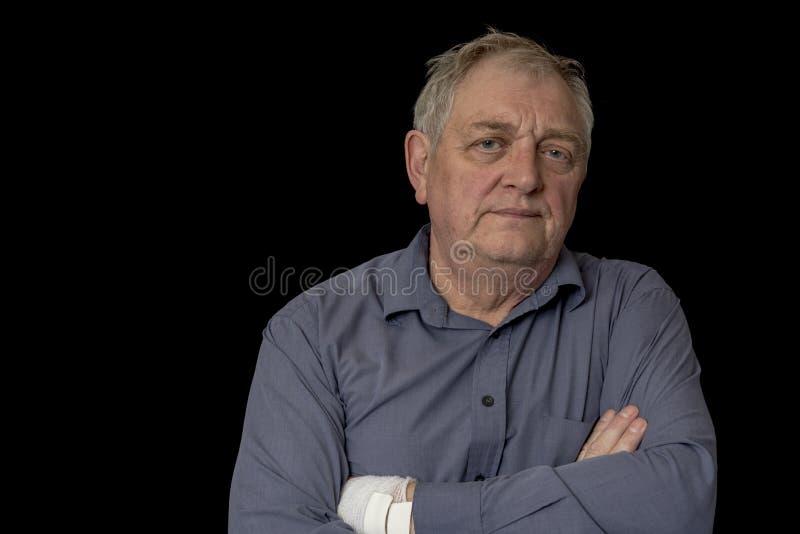 Ώριμο άτομο που φαίνεται βαριεστημένο και ταϊσμένο επάνω στοκ φωτογραφία με δικαίωμα ελεύθερης χρήσης