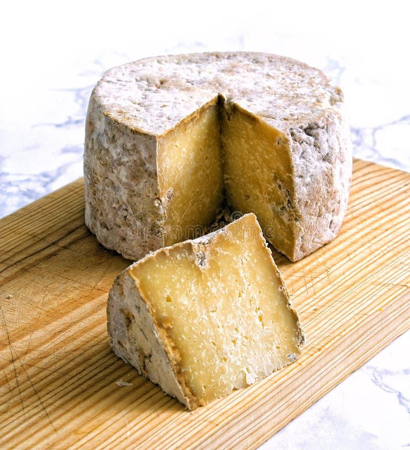Ώριμο, θεραπευμένο χειροτεχνικό τυρί Gamonedo από την Ισπανία στοκ εικόνες με δικαίωμα ελεύθερης χρήσης