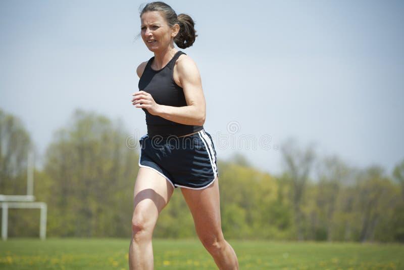 Ώριμο τρέξιμο γυναικών στοκ εικόνες