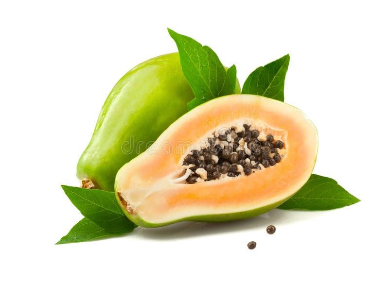 Ώριμο papaya με τα φύλλα στο άσπρο υπόβαθρο στοκ εικόνες με δικαίωμα ελεύθερης χρήσης