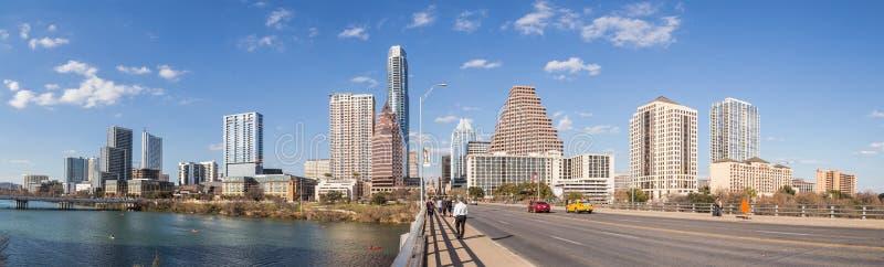 Ώστιν, TX/USA - το Φεβρουάριο του 2016 circa: Πανόραμα του στο κέντρο της πόλης Ώστιν από τη γέφυρα λεωφόρων συνεδρίων στοκ φωτογραφίες