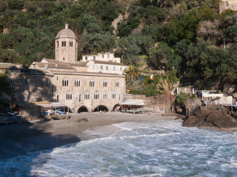 Аббатство романск Сан Fruttuoso около Portofino стоковые изображения