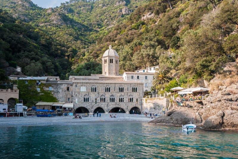 Аббатство Сан Fruttuoso, в мысе Portofino северной Италии стоковая фотография rf