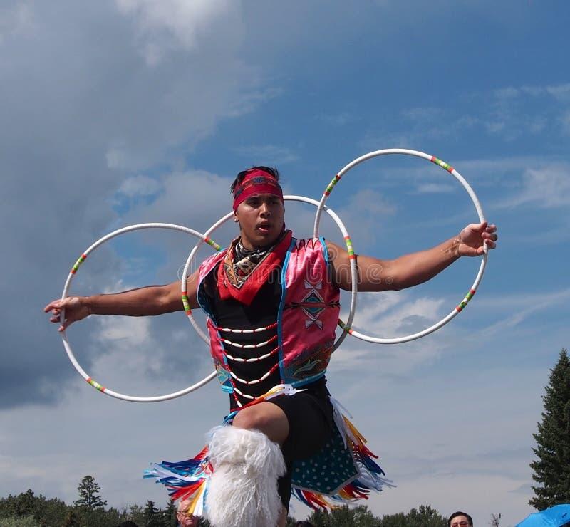 Аборигенный танцор обруча на днях Эдмонтоне Альберте 2013 наследия стоковые изображения