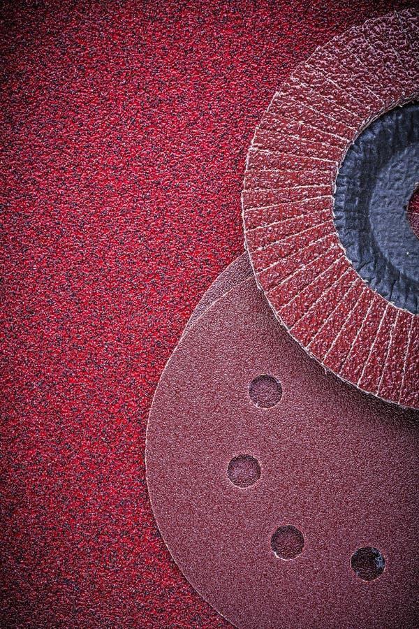 Абразивные диски щитка зашкурить диски на стекольной бумаге стоковое изображение