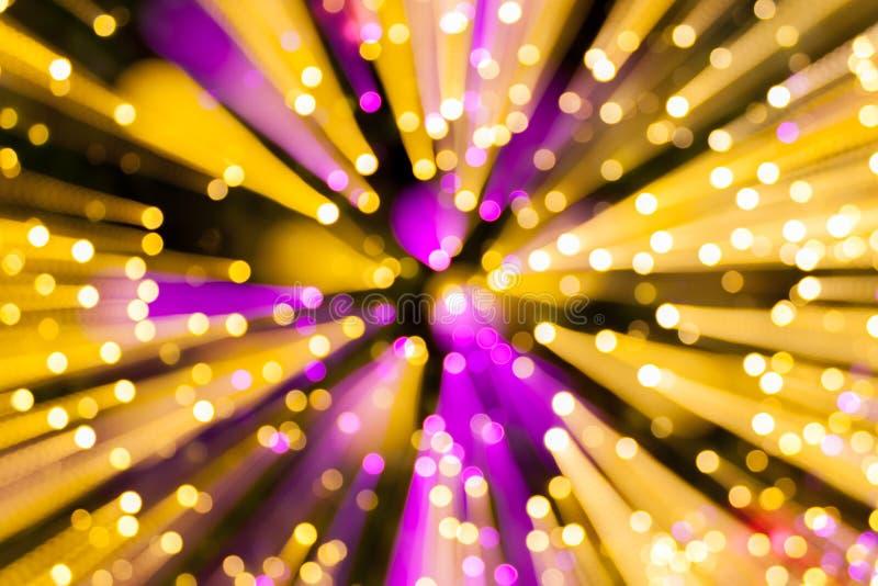 Абстрактная линия световые эффекты нерезкости на фиолетовом и желтом backgro стоковое изображение