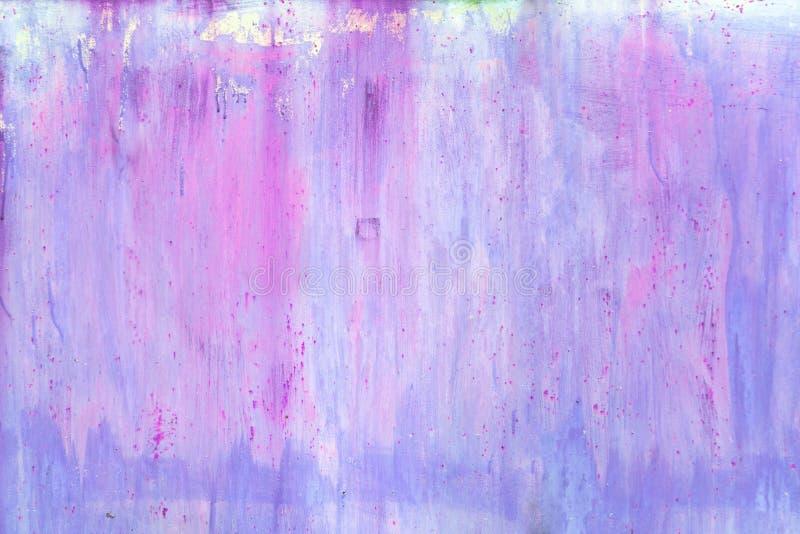 абстрактная предпосылка Стена с фиолетовыми и голубыми пятнами и разводами стоковое изображение