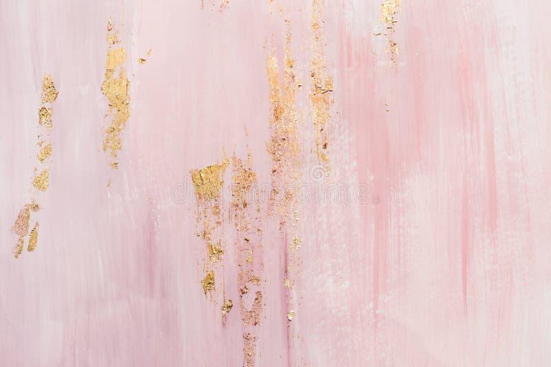 Абстрактная предпосылка с мраморной картиной Золотые акценты и розовые ходы краски стоковые фотографии rf