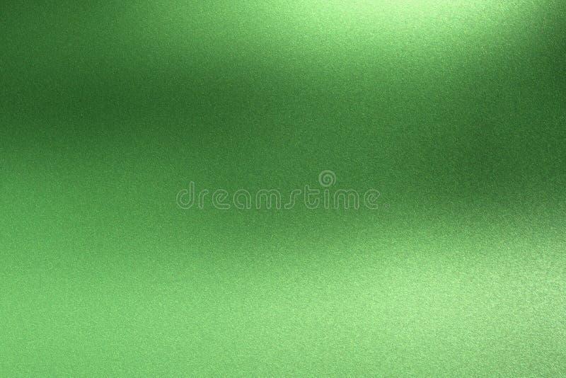 Абстрактная предпосылка текстуры, светлый светить на грубой зеленой стене металла иллюстрация штока
