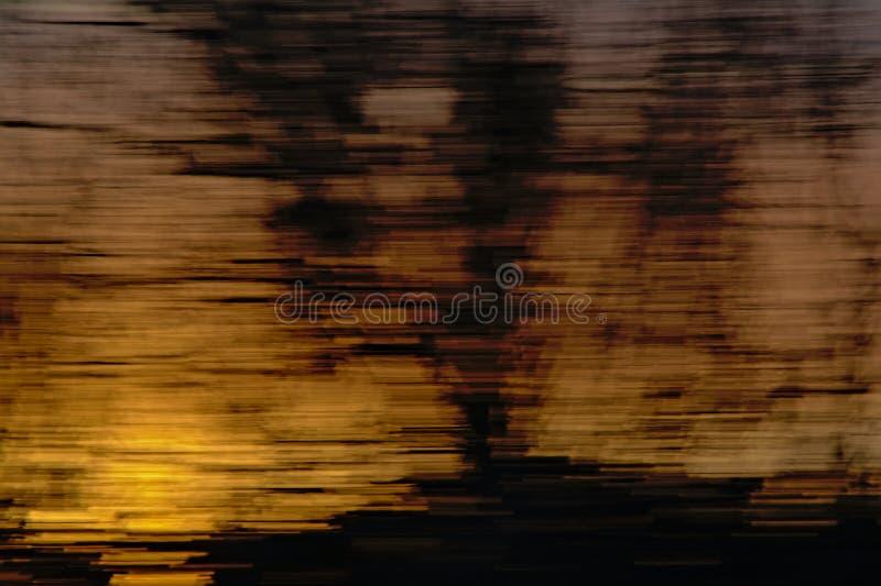 Абстрактная предпосылка с горизонтальными запачканными ines в желтом цвете и черноте стоковые изображения rf
