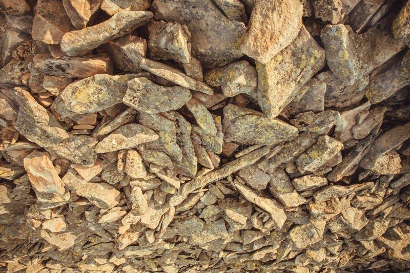 Абстрактная предпосылка с естественными каменными частями Текстура скалистых гор стоковые изображения rf