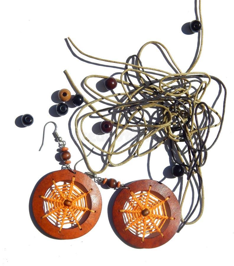 Абстрактная предпосылка с оранжевыми серьгами, шариками, веревочками для браслетов стоковое фото rf