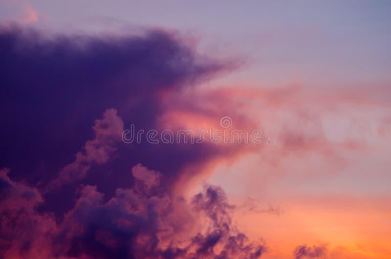 абстрактная природа предпосылки Драматическое и унылое розовое, пурпур и стоковая фотография