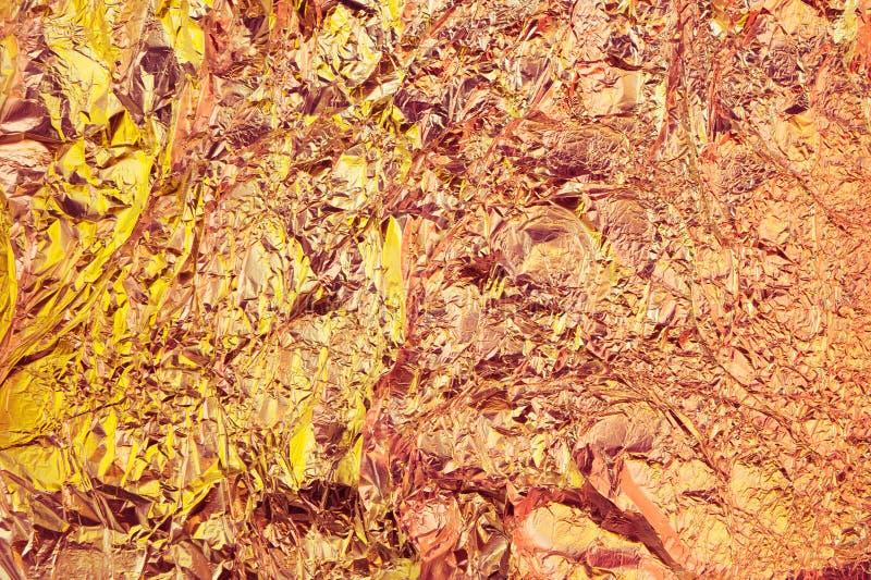 Абстрактная скомканная предпосылка фольги Предпосылка фото Grunge Яркие желтые и оранжевые цвета стоковые фото