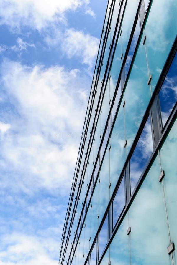 Download Абстрактная текстура предпосылки с яркими облаками отразила в ветре Стоковое Изображение - изображение насчитывающей конспектов, отразите: 41651875