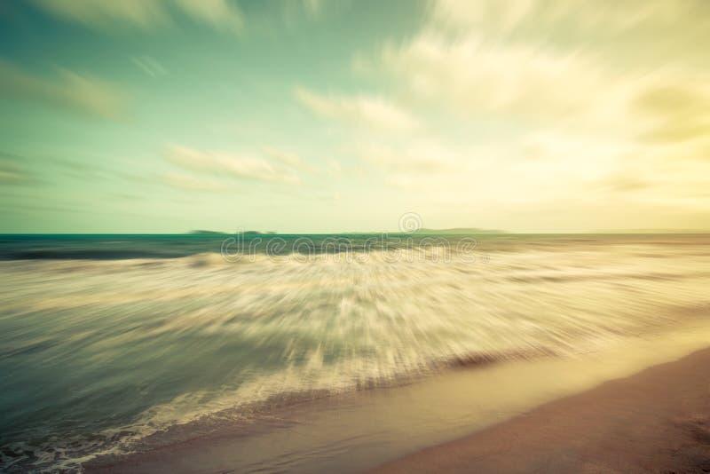 Абстрактное движение запачкало облака моря и голубого неба винтажные стоковые фотографии rf