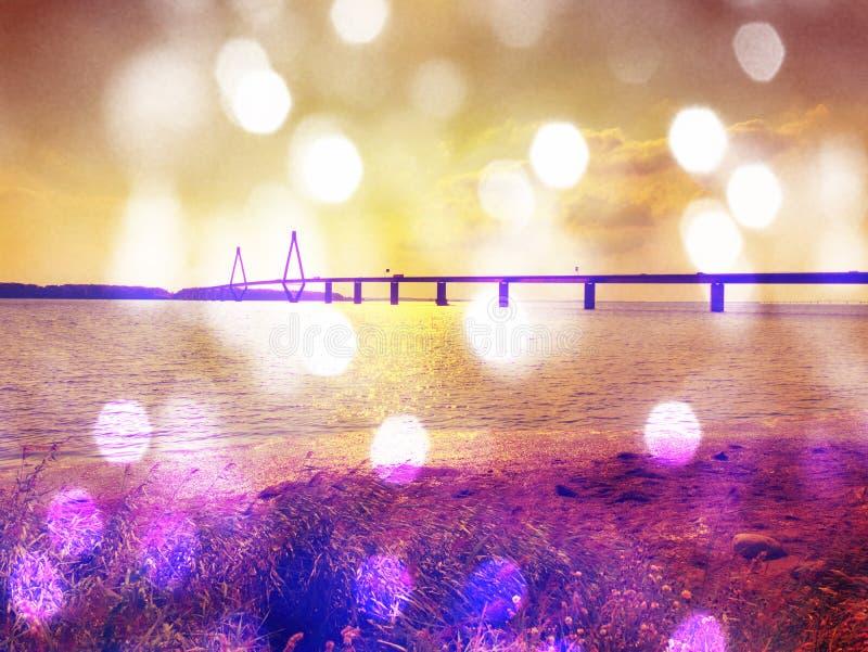 абстрактное влияние Мост Faroe & x28; Danish: Farobroerne& x29; Мост 2 дорог соединяет острова стоковое изображение rf