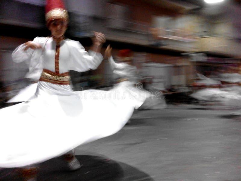 Абстрактное изображение изолированной мусульманской белизны шлихты танцора одевает в местном фестивале Moors и христиан стоковая фотография rf