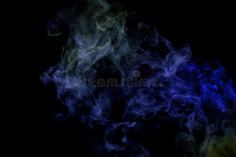 Абстрактное искусство покрасило дым на черном изолированный стоковое фото rf