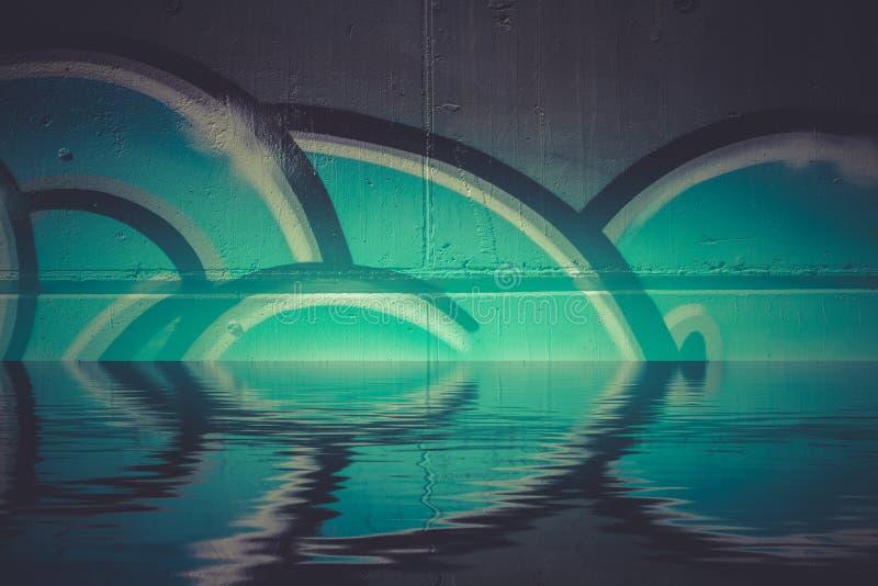 Абстрактное красочное отражение в воде, художническое chr граффити стоковые фотографии rf