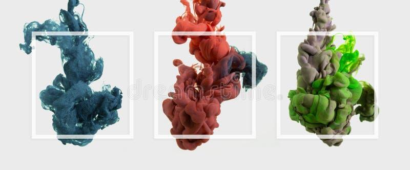Абстрактное красочное падение чернил на ясной предпосылке с рамкой Современный стиль творческая фотография r стоковая фотография