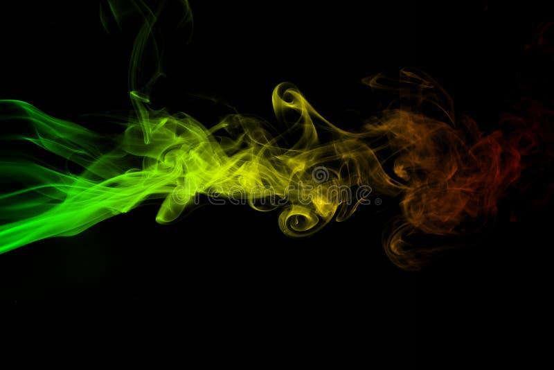 Абстрактное регги кривых и волны дыма предпосылки красит зеленый, желтый, красная покрашенная в флаге музыки регги стоковое фото rf