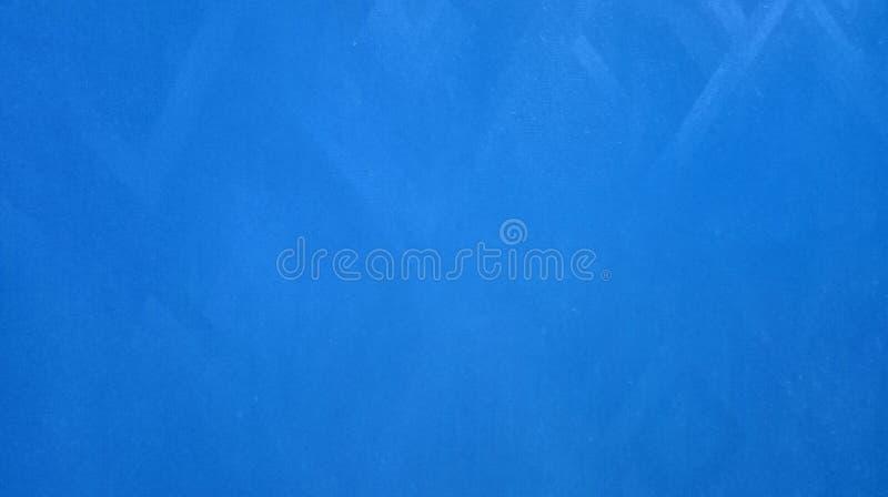 Абстрактное светлое - голубая бумажная ровная текстура треугольников отразила на обоях предпосылки бумаги стоковое изображение