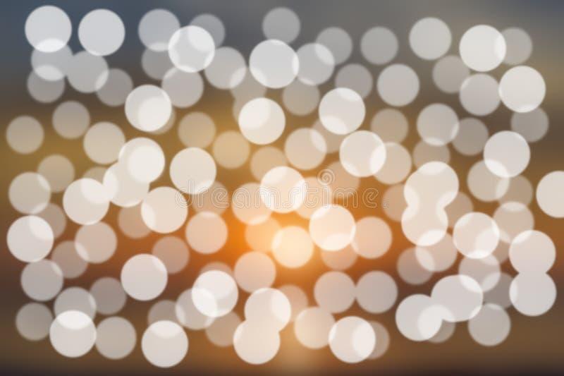 Абстрактное яркое золото нерезкости и белое bokeh предпосылки стоковая фотография rf