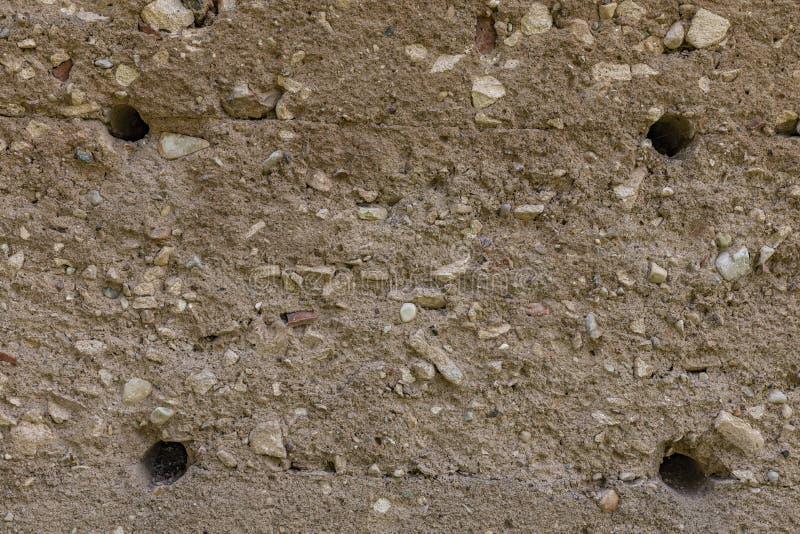 Абстрактной предпосылка текстурированная бетонной стеной с отверстиями стоковое фото