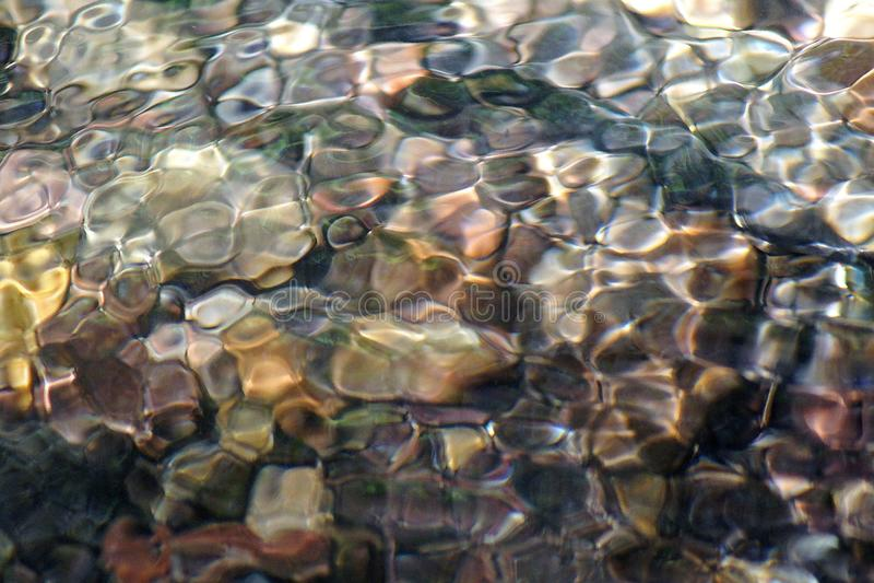 Абстрактные камни в идущей заводи стоковые изображения rf