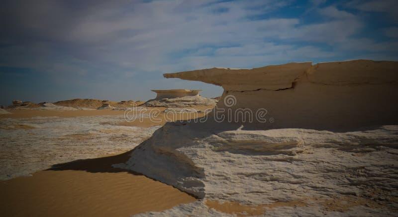 Абстрактные скульптуры природы в белой пустыне, Сахаре, Египте стоковая фотография rf